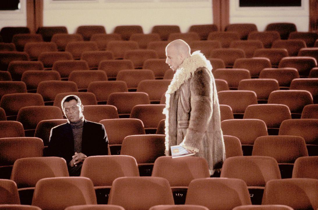 Im Handumdrehen findet sich Xander Cage (Vin Diesel, r.) in einem Testverfahren der NSA wieder, welches der wortkarge Gibbons (Samuel L. Jackson, l.... - Bildquelle: 2003 Sony Pictures Television International. All Rights Reserved.