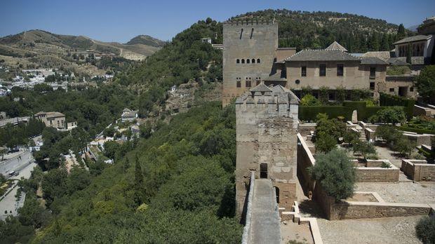 Die Alhambra entstand im Jahre 1238, als sich der maurische Sultan Muhammad I...