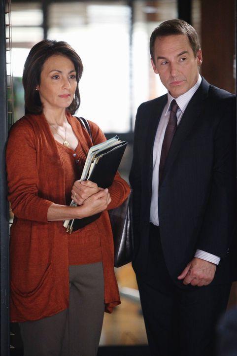 Stehen vor einem schweren Schritt: Gladys (J. Rene Pena, l.) und Sheldon (Brian Benben, r.) ... - Bildquelle: ABC Studios