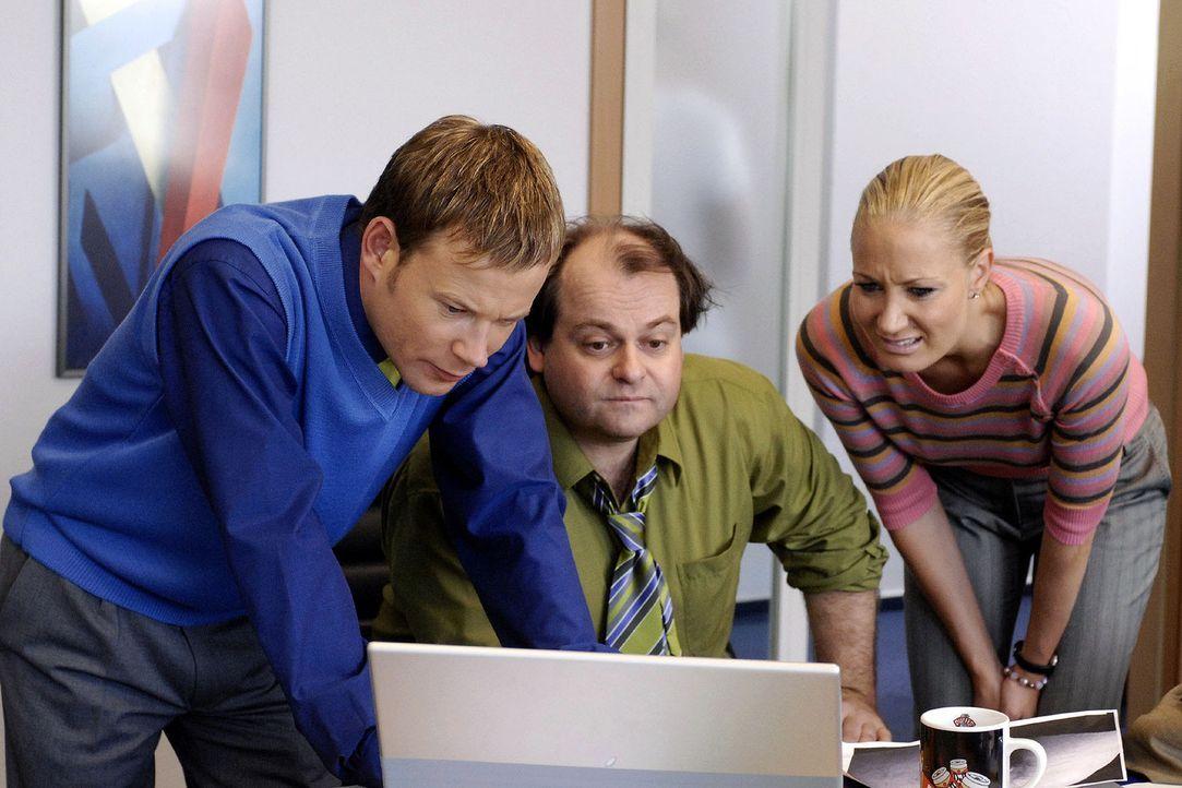 Markus (M.) war bei der Betriebsfeier so besoffen, dass er gar nicht merkte, wie die Kollegen eine Fotografie seines Allerwertesten ins Intranet ste... - Bildquelle: Sat.1