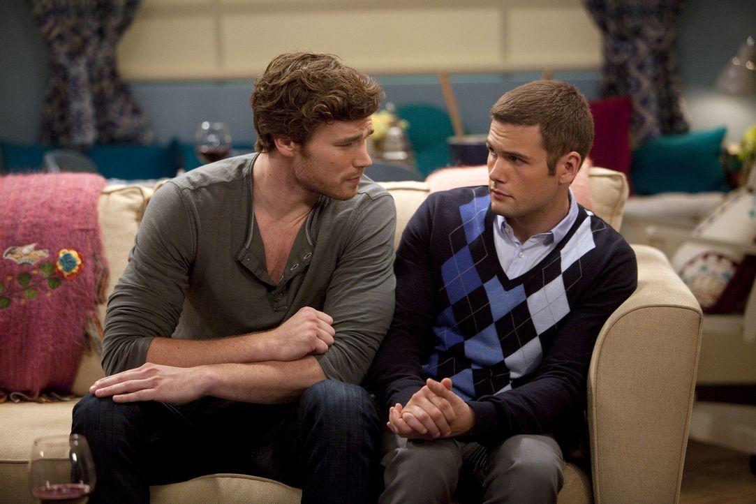Danny (Derek Theler, l.) versucht alles, damit es zwischen Riley und ihrem Kommilitonen (David Cade, r.) nichts wird, während Bonnie ständig bei den... - Bildquelle: Randy Holmes ABC Family