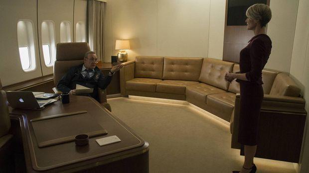 Während Frank (Kevin Spacey, l.) wegen den anstehenden Vorwahlen zur Präsiden...