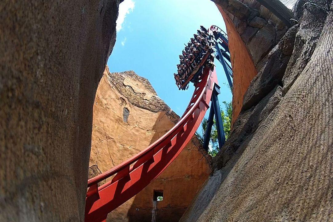"""Bei """"Crazy Rollercoaster - höher, schneller, verrückter"""" heißt es: anschnallen bitte! - Bildquelle: 2012, The Travel Channel, L.L.C. All rights Reserved."""