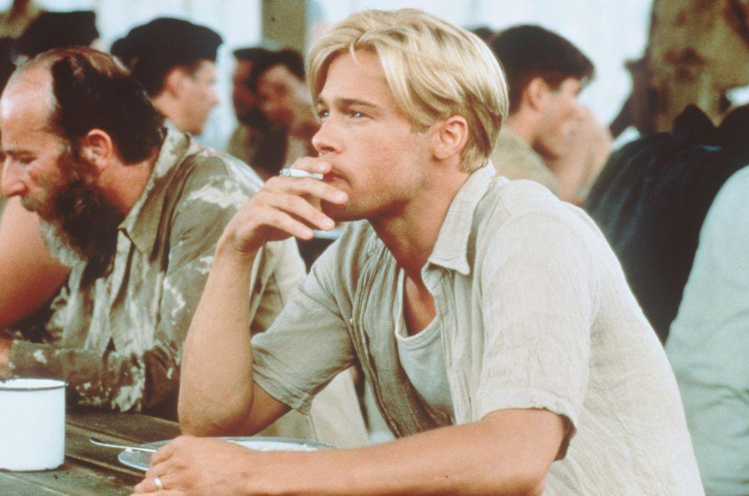 In britischer Gefangenschaft schmiedet Heinrich Harrer (Brad Pitt) unentwegt Fluchtpläne ... - Bildquelle: TriStar Pictures