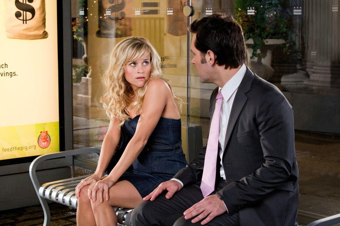 Die Profi-Softballspielerin Lisa (Reese Witherspoon, l.) muss sich zwischen dem wankelmütigen Baseballspieler Matty und George (Paul Rudd, r.), ein... - Bildquelle: 2010 Columbia Pictures Industries, Inc. All Rights Reserved.
