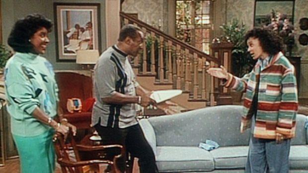 Cliff (Bill Cosby, M.) bedroht Sondra (Sabrina LeBeauf, r.) mit einem Staubsa...