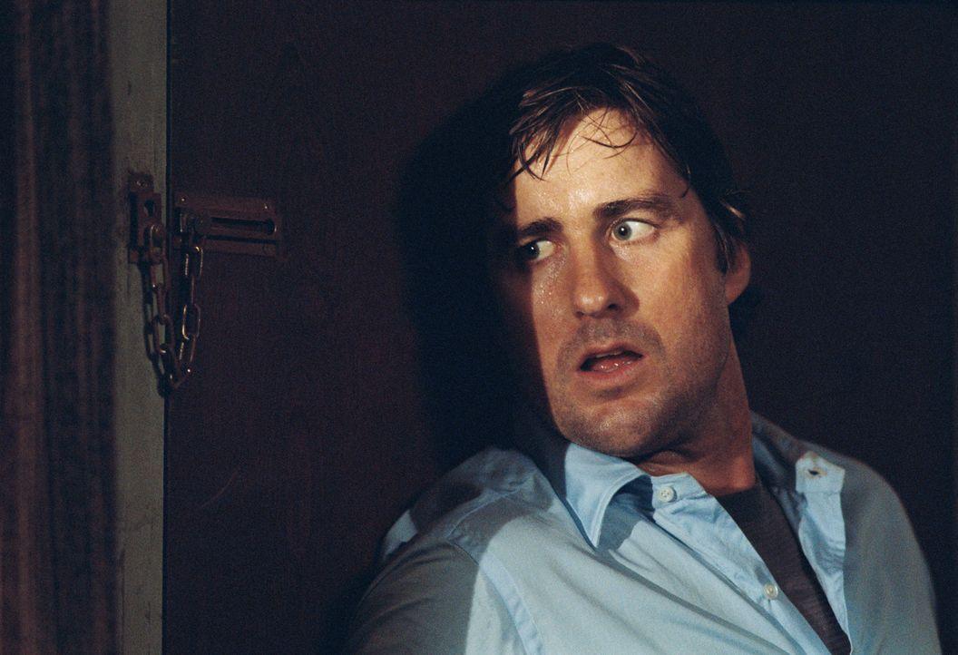 Mit seiner Frau im völlig verdreckten Motelzimmer angekommen, greift sich David (Luke Wilson) ein Video. Das Band zeigt Szenen, in denen ein Paar  - Bildquelle: 2007 CPT Holdings, Inc. All Rights Reserved. (Sony Pictures Television International)