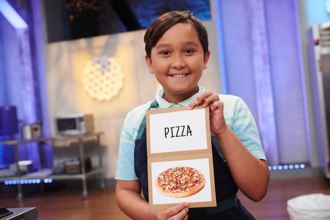 Payton ist eigentlich kein Pizza-Bäcker, doch dieses Mal versucht sich der kleine Konditor daran, einen Kuchen in Pizzaform zu kreieren ... - Bildquelle: Eddy Chen 2014, Television Food Network, G.P. All Rights Reserved