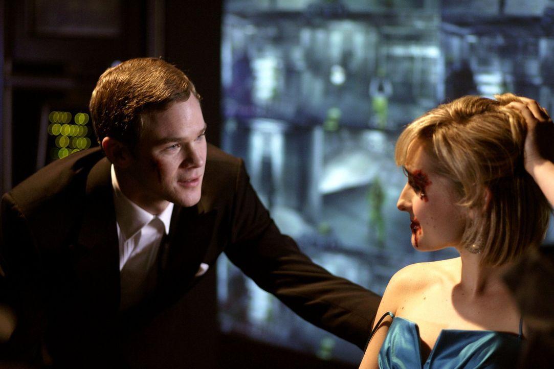 Chloe (Allison Mack, r.) kann nicht glauben, dass Jimmy (Aaron Ashmore, l.) sie verraten und ausspioniert hat ... - Bildquelle: Warner Bros.