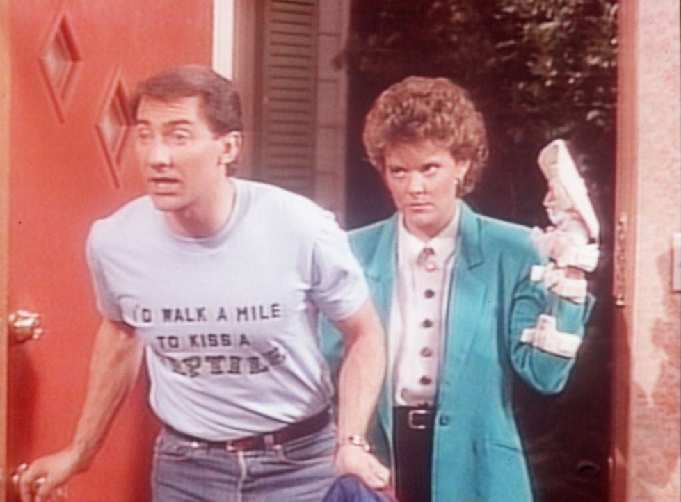 Steve (David Garrison, l.) kann sich auf ein Donnerwetter von Marcy (Amanda Bearse, r.) gefasst machen ... - Bildquelle: Columbia Pictures