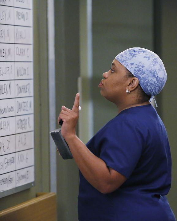 Während im Krankenhaus alle um das Leben ihrer Patienten kämpfen, verlangt Bailey (Chandra Wilson), dass Ben Jackson, ihren Mitbewohner, vor die Tür... - Bildquelle: Vivian Zink ABC Studios
