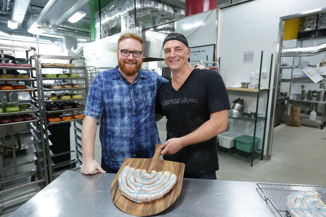 Josh Denny (l.) - Bildquelle: 2017,Television Food Network, G.P. All Rights Reserved