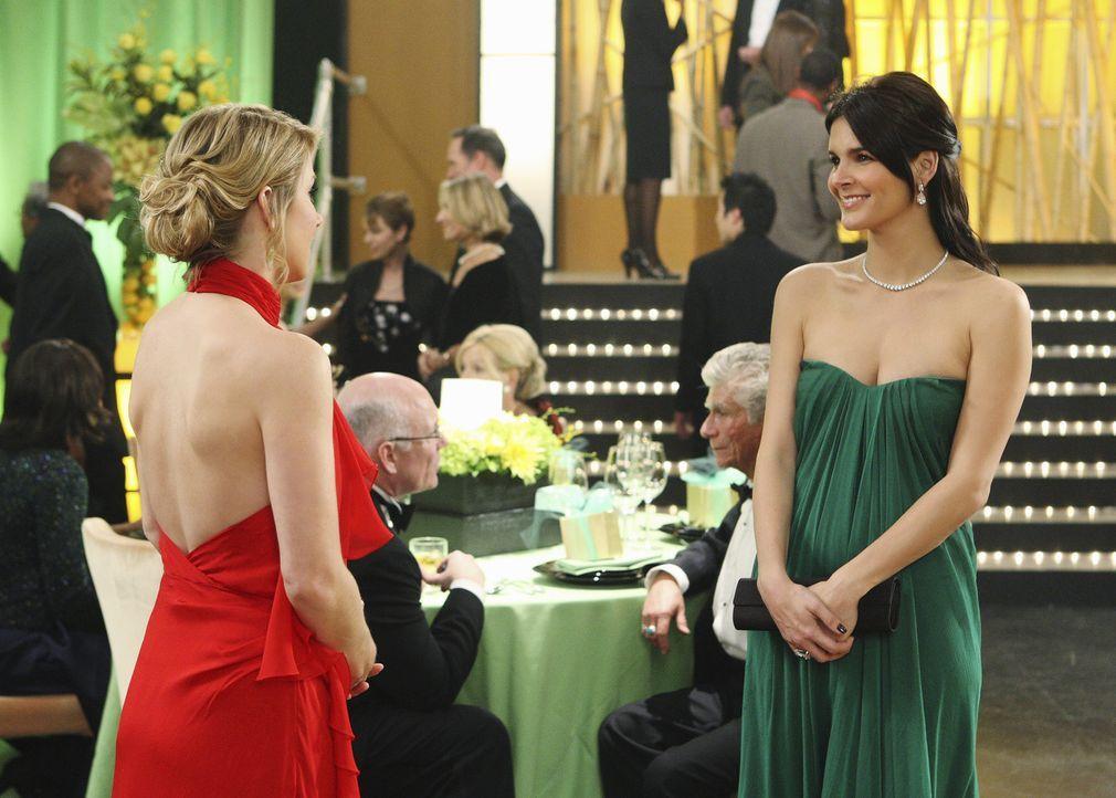 Winston macht immer wieder Anstalten mit Samantha (Christina Applegate, l.) auszugehen, während diese sich damit arrangieren muss, dass Todd in Lon... - Bildquelle: 2008 American Broadcasting Companies, Inc. All rights reserved.