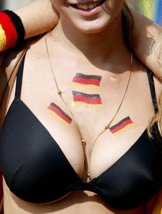 Fußball-Fans-Deutschland-2 - Bildquelle: dpa