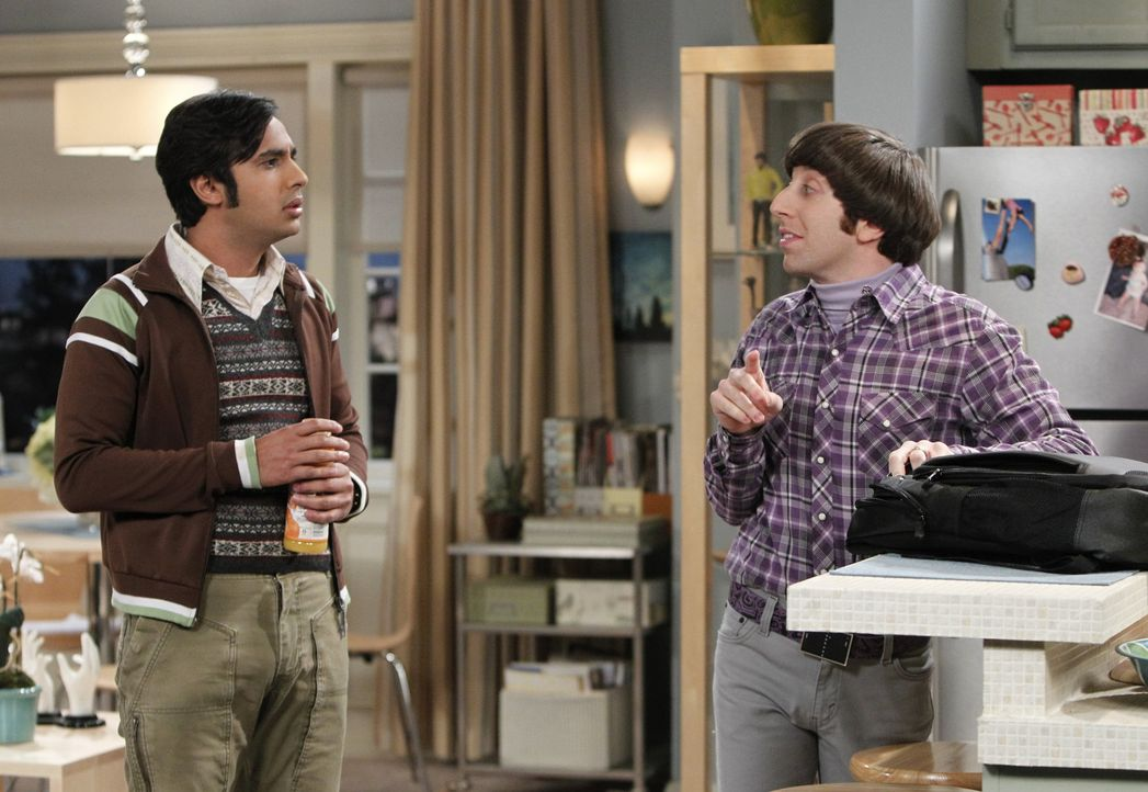 Während es zwischen Sheldon und Leonard zu einem Streit kommt, kümmert sich Raj (Kunal Nayyar, l.) um Mrs. Wolowitz, da Howard (Simon Helberg, r.) n... - Bildquelle: Warner Bros. Television