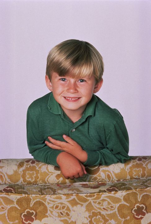 (7. Staffel) - Der kleine Sieben (Shane Sweet) wurde von Verwandten von Peg nach einem Besuch einfach dagelassen. Nett wie die Bundys sind, haben si... - Bildquelle: Sony Pictures Television International. All Rights Reserved.