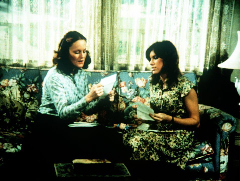 Erin (Mary Beth McDonough, l.) hat eine Einladung nach Camp Lee erhalten. Zusammen mit ihrer Schwester Mary Ellen (Judy Norton-Taylor, r.) überlegt... - Bildquelle: WARNER BROS. INTERNATIONAL TELEVISION