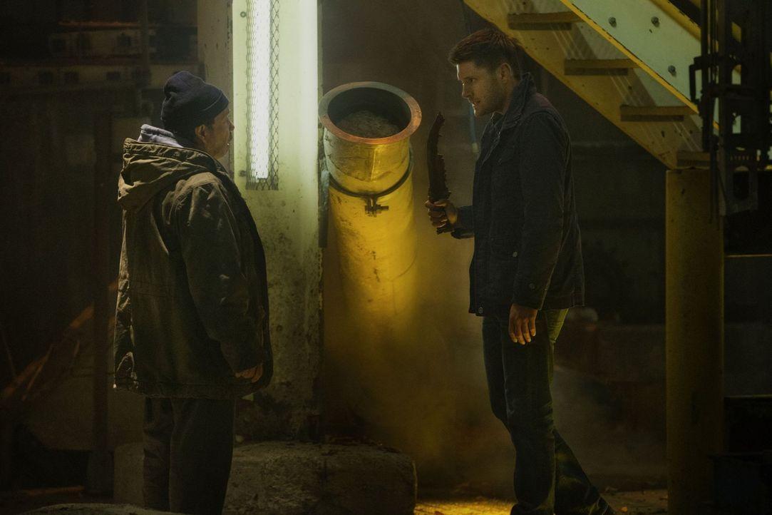 Nur mit Dean (Jensen Ackles, r.), dem Kainsmal und der ersten Klinge besteht überhaupt eine Chance Metatron (Curtis Armstrong, l.) zu besiegen, doch... - Bildquelle: 2013 Warner Brothers