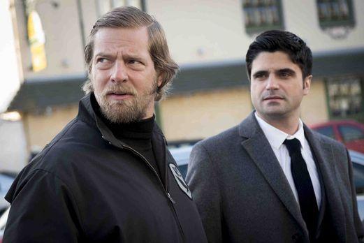 Der letzte Bulle - Noch immer tappen Mick (Henning Baum, l.) und Andreas (Max...