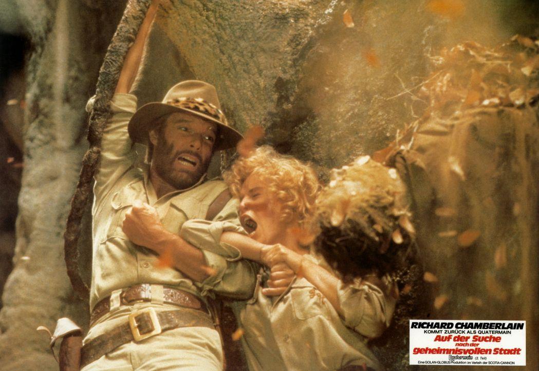 Auf der Suche nach seinem verschollenen Bruder geraten Abenteurer Allan Quatermain (Richard Chamberlain, l.) und seine Freundin Jesse Huston (Sharon... - Bildquelle: Cannon Films