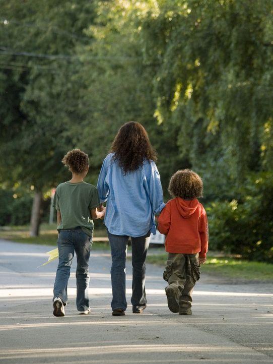 Allein mit ihrem Schmerz und zwei Kindern Harper (Alexis Llewellyn, l.) und Dory (Micah Berry, r.), formt Audrey Burkes (Halle Berry, M.) eine ungew... - Bildquelle: DREAMWORKS LLC. ALL RIGHTS RESERVED.