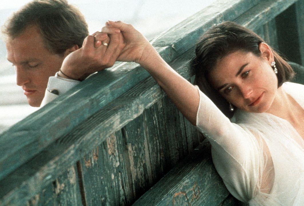 Über die Erinnerung an das Maskottchen ihres Glücks finden Diana (Demi Moore, r.) und David (Woody Harrelson, l.) wieder zusammen ... - Bildquelle: Paramount Pictures