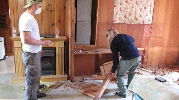 Ihr erstes Projekt verläuft für Phil (l.) und Sheri (r.) außergewöhnlich gut,...