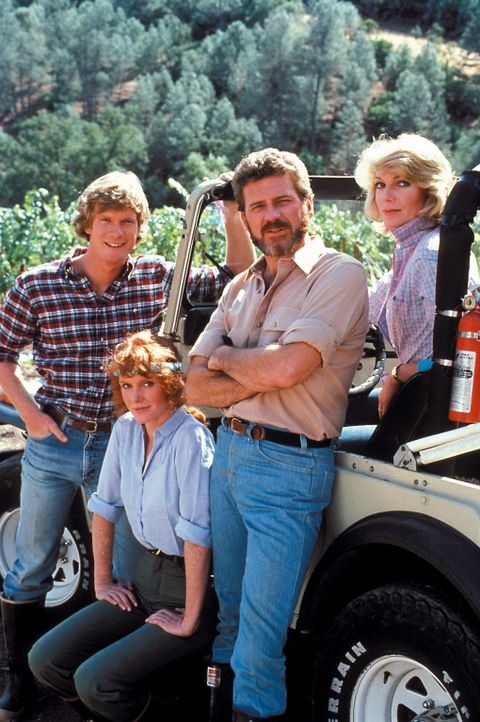 (1. Staffel) - Die Familie Gioberti - Maggie (Susan Sullivan, r.), Chase (Robert Foxworth, 2.v.r.), Cole (Billy R. Moses, l.) und Vickie (Jamie rose...