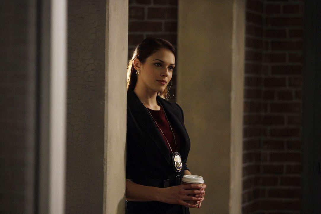Ahnt nicht, was ihr neuner Freund, Anwalt Dan Hollenbeck, wirklich vorhat: Grace (Amanda Righetti) ... - Bildquelle: Warner Bros. Television