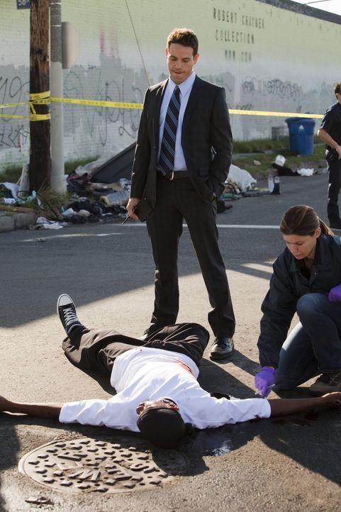 Zwei Straßengangs sorgen für Ärger im Revier: Detective Nate Moretta (Kevin Alejandro, M.) und seine Kollegen ermitteln ...