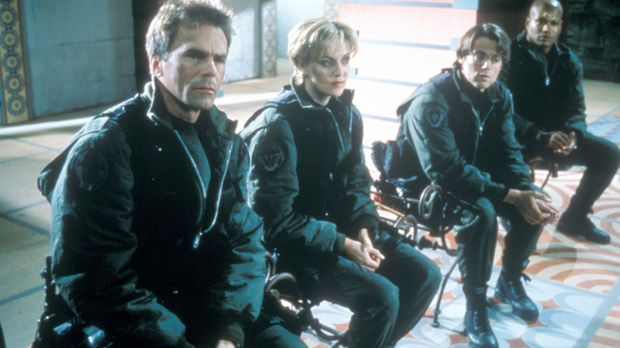 Colonel Jack O'Neill (Richard Dean Anderson, l.), Major Samantha Carter (Aman...