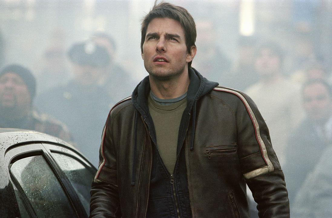 Während seine Kinder alleine zu Hause sind, muss Ray Ferrier (Tom Cruise) erleben, dass der Erde der Krieg erklärt wurde ... - Bildquelle: 2004 Paramount Pictures All Rights Reserved.