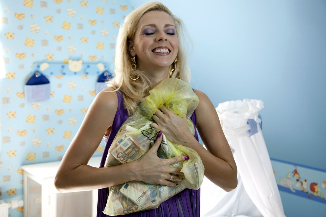 In der Babywiege wird Nicole (Nadja Petri) fündig. Jetzt gilt es, mit dem Geldsegen möglichst schnell nach Neuseeland abzuhauen. Doch das ist gar ni... - Bildquelle: Oliver Vaccaro SAT.1