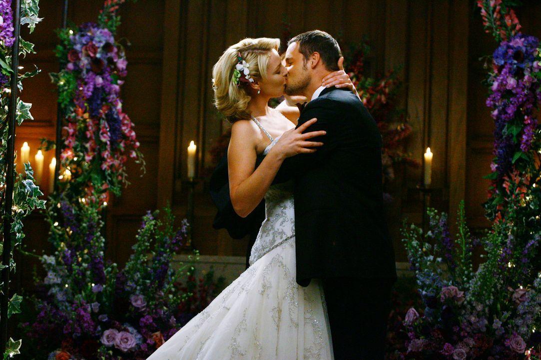 Der schönste Tag im Leben: Izzie (Katherine Heigl, l.) und Alex (Justin Chambers, r.) ... - Bildquelle: Touchstone Television
