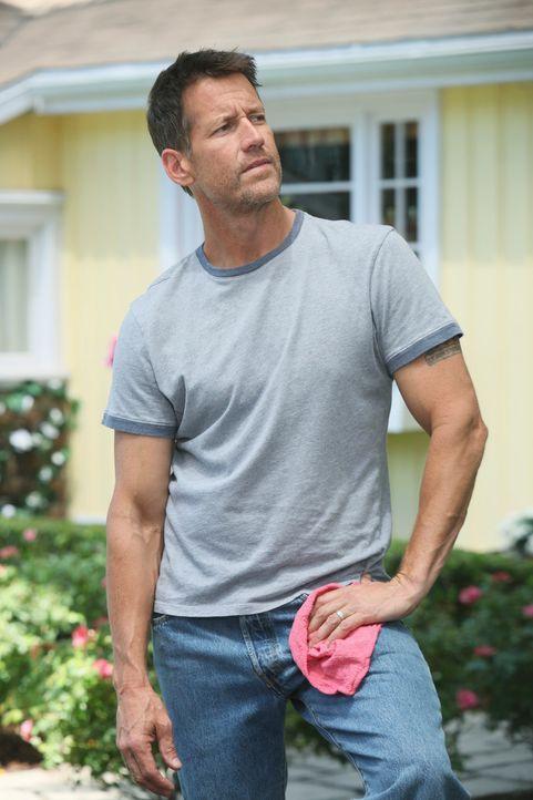Renee versucht den neuen Nachbar Ben zu erobern, indem sie versucht durch Mike (James Denton) mehr über ihn in Erfahrung zu bringen ... - Bildquelle: ABC Studios