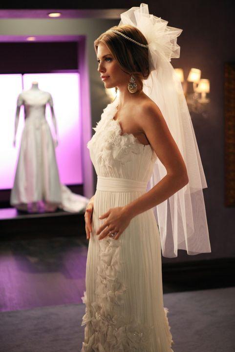 Hat sich für PJ entschieden und macht sich jetzt auf die Suche nach dem passenden Brautkleid: Naomi (AnnaLynne McCord) ... - Bildquelle: 2011 The CW Network. All Rights Reserved.