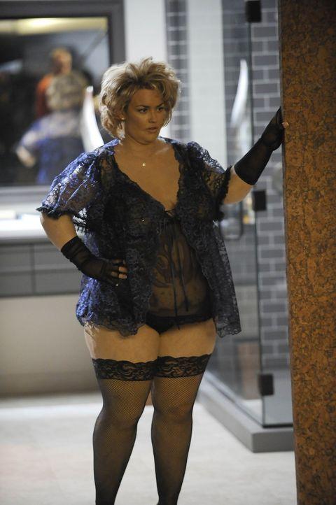 Was ist nur mit Kimber (Kelly Carlson) geschehen? - Bildquelle: Warner Bros. Entertainment Inc. All Rights Reserved.
