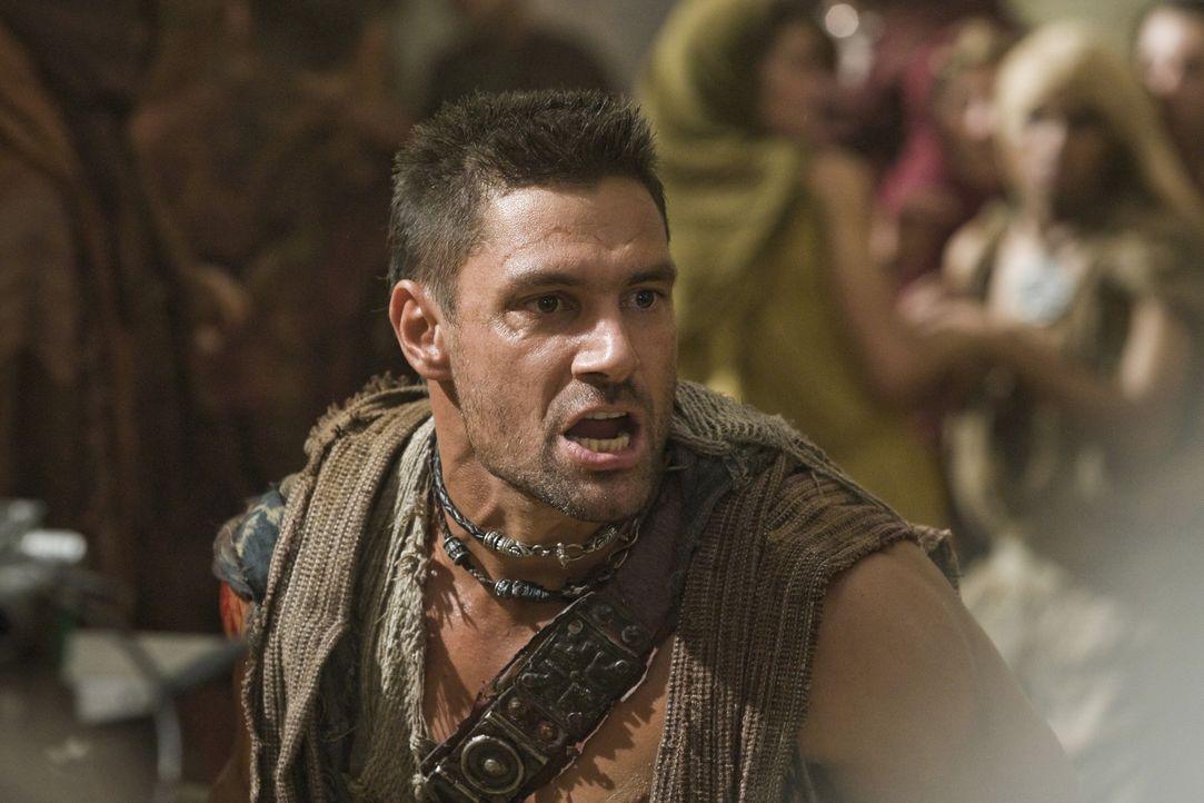 Kann nicht glauben, dass Lucretia den Dolchstoß überlebt hat: Crixus ( Manu Bennett) ... - Bildquelle: 2011 Starz Entertainment, LLC. All rights reserved.