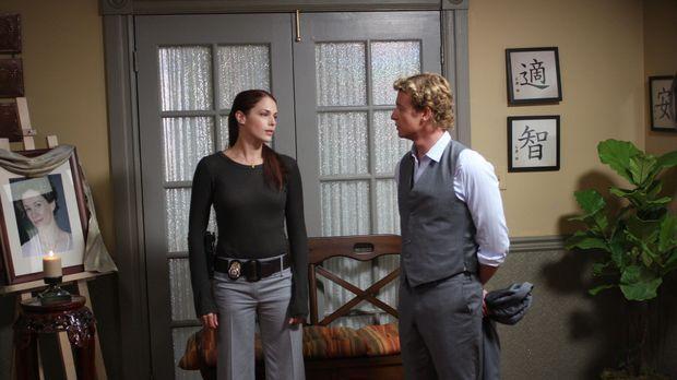 Mit allen Mitteln wollen Grace (Amanda Righetti, l.) und Patrick (Simon Baker...