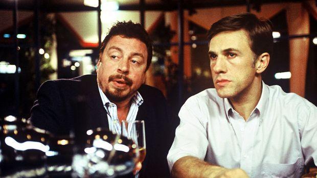 Im Hotel trifft Klaus-Dieter (Christoph Waltz, r.) unverhofft auf seinen alte...