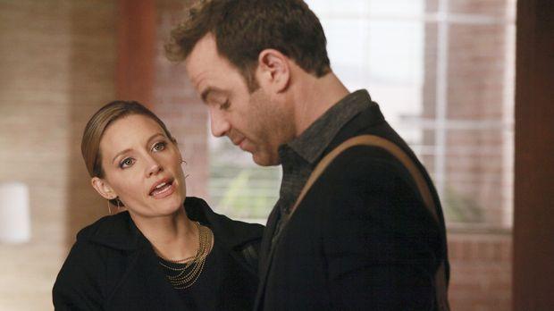 Während Erica und Mason in einen Autounfall geraten, der Cooper (Paul Adelste...