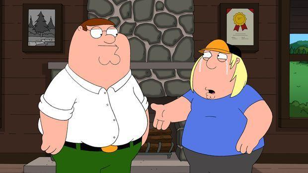 Völlig aufgelöst sucht Chris (r.) Rat bei seinem Vater Peter (l.). Das Leben...