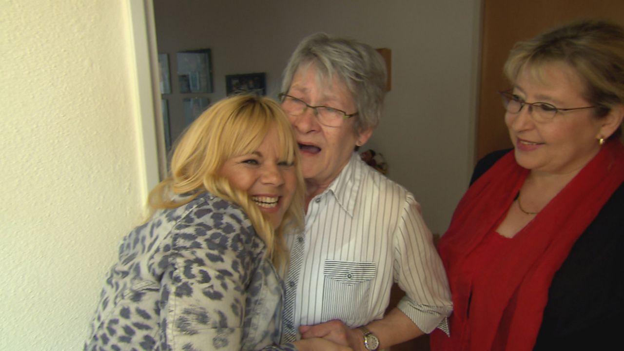 Die 69-jährige Sieglinde (M.) vermisst ihre Schwester Renate schmerzlich: Seit sich die Eltern 1954 scheiden ließen und Renate beim Vater blieb, hat... - Bildquelle: SAT.1