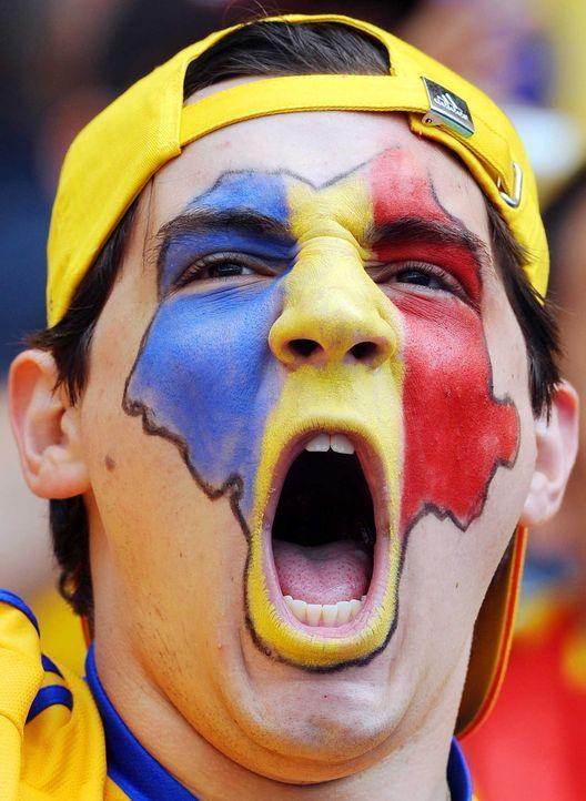Fußball-Fan-Romania-080613-3-AFP - Bildquelle: AFP