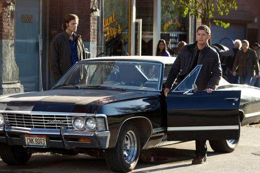 Supernatural - Machen eine ganz besondere Entdeckung: Sam (Jared Padalecki, l...
