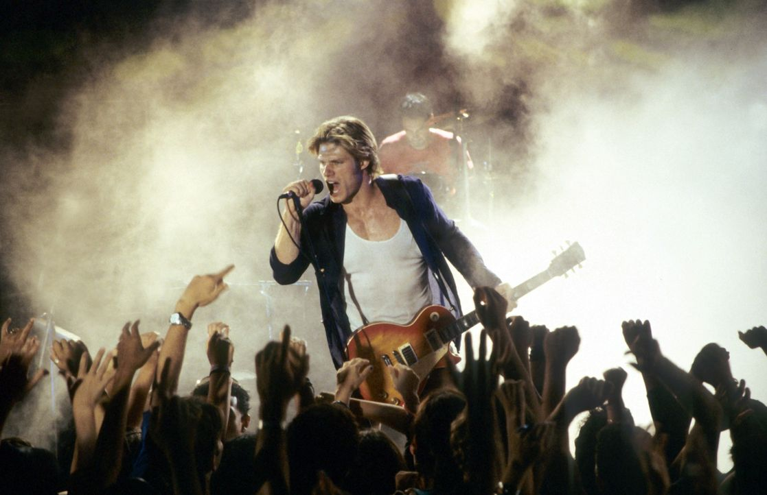 Jason Masters (Chris Carmack) ist ein gefeierter Rockstar. Vor allem junge Frauen liegen ihm zu Füßen ... - Bildquelle: Media 8 Entertainment