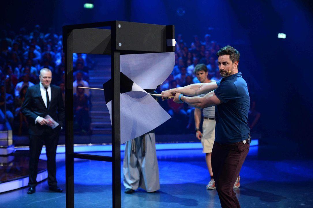 Kämpft, damit er als Sieger aus der Show geht: Marco Schreyl (r.) ... - Bildquelle: Willi Weber ProSieben