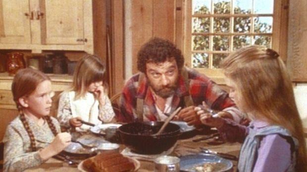 Mr. Edwards (Victor French, 2.v.r.) passt auf die drei Mädchen Laura (Melissa...