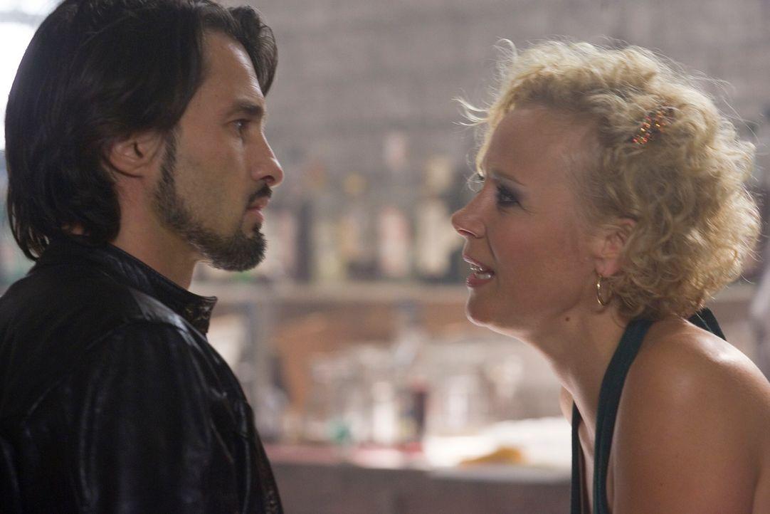 Dank Gabriels (Oliver Martinez, l.) Rachefeldzug verliert Astrid (Katja Riemann, r.) alles, was sie liebt ... - Bildquelle: 2007 Kinowelt GmbH