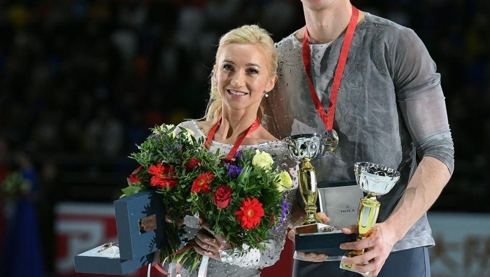 Savchenko (l.) und Massot (r.) stehen vor Sieg in Nagoya - Bildquelle: SputnikSputnikSIDAlexander Vilf